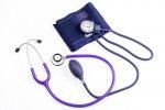 Garść uwag o urządzeniach medycznych, które przechowujemy w domowych półkach bądź apteczkach